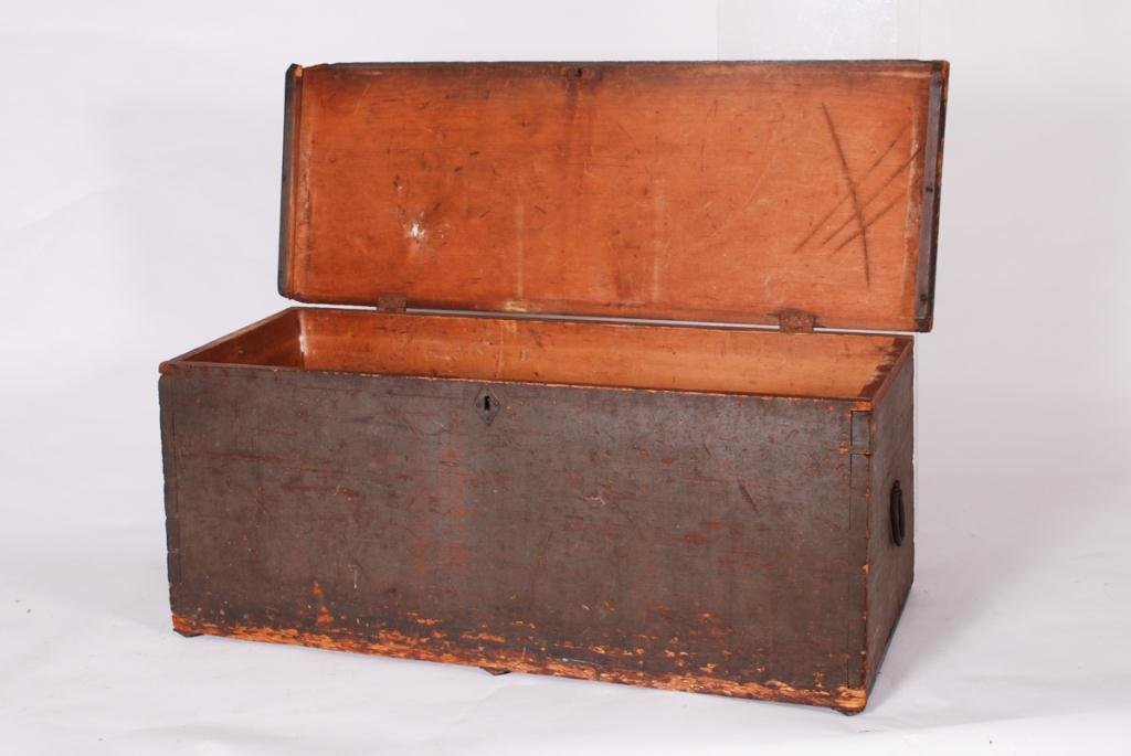 (19th c) SEAMAN'S SIX BOARD DOVETAILED CHEST - 4