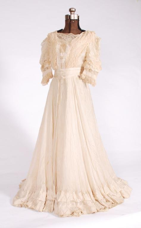 (19th/20th c) TWO PIECE SILK EDWARDIAN DRESS