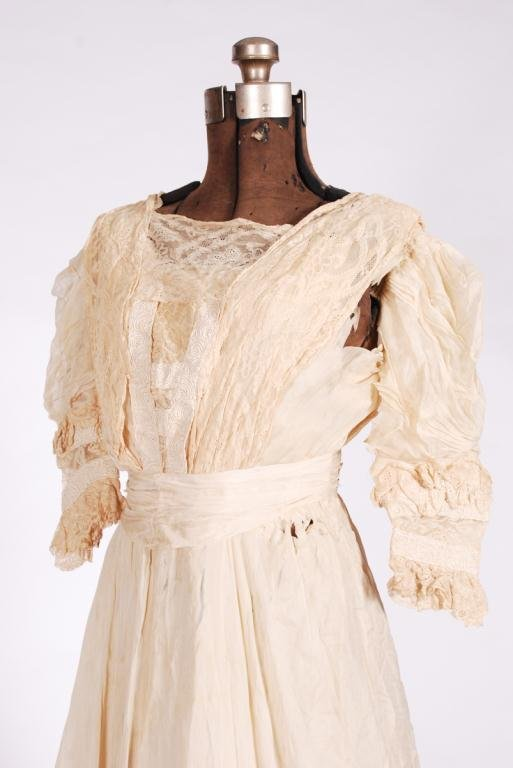 (19th/20th c) TWO PIECE SILK EDWARDIAN DRESS - 4