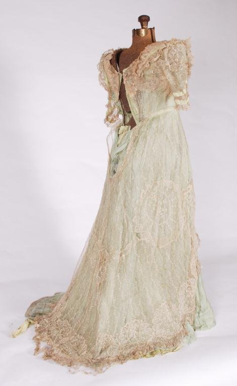 (19th c) SILK AND LACE ONE PIECE VICTORIAN DRESS - 2