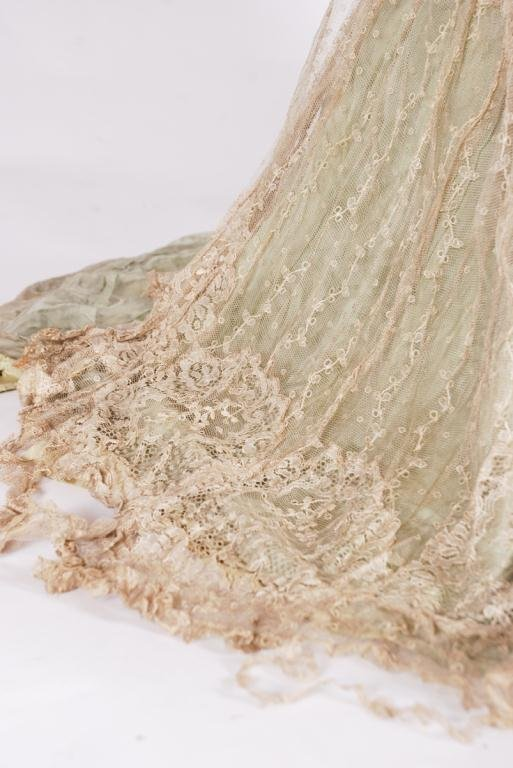 (19th c) SILK AND LACE ONE PIECE VICTORIAN DRESS - 3