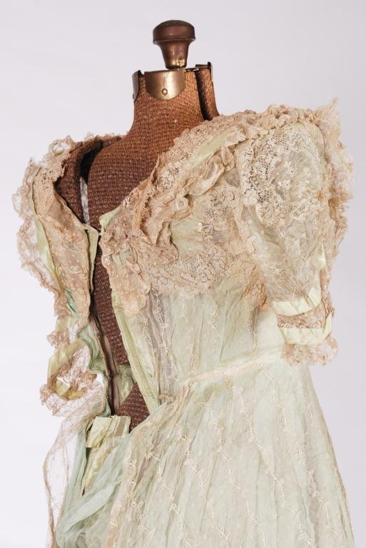 (19th c) SILK AND LACE ONE PIECE VICTORIAN DRESS - 6
