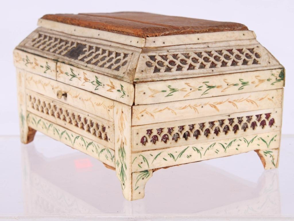 (19th c) ANGLO INDIAN SEWING BOX
