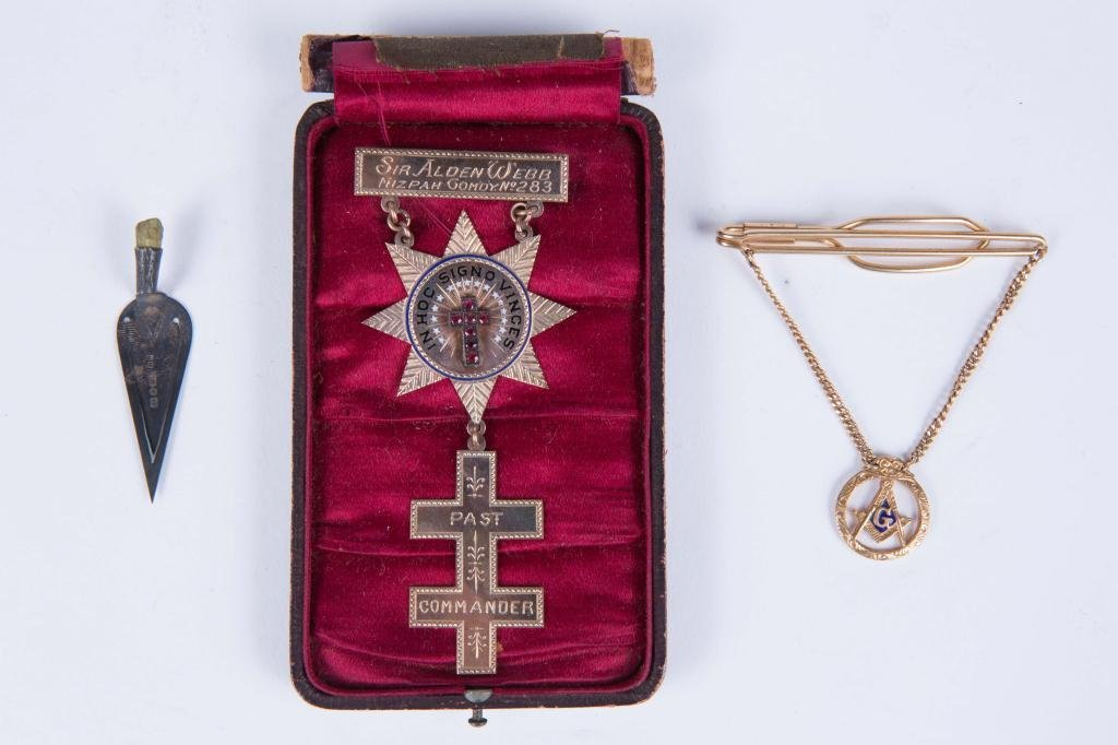GOLD KNIGHTS TEMPLAR BADGE AND MASONIC TIE CLIP