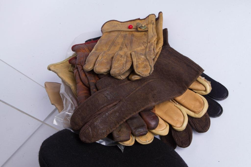 MEN'S HATS TYROL TO BOONIES & (16) PAIR OF GLOVES - 7