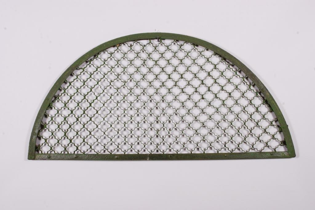 CAST IRON LUNETTE GRID IN GREEN PAINT