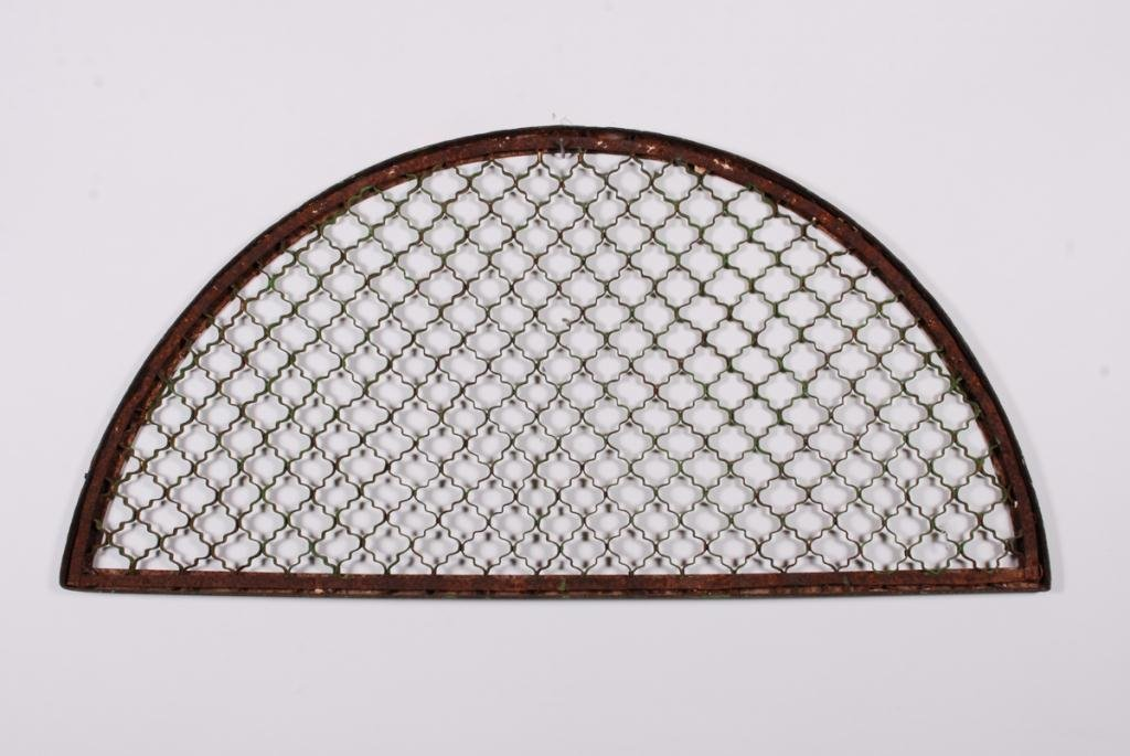 CAST IRON LUNETTE GRID IN GREEN PAINT - 3