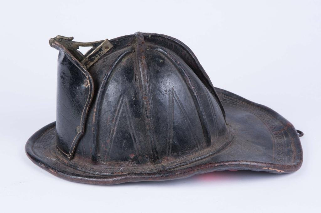 EARLY (20th c) LEATHER FIREFIGHTER'S HELMUT - 5