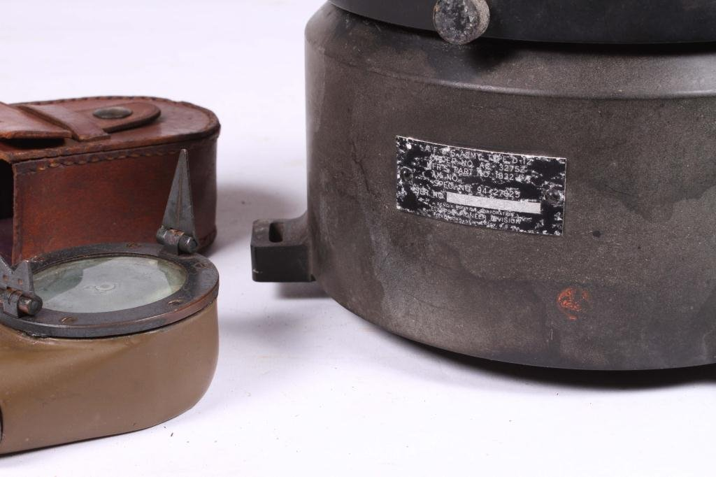 US ARMY TYPE D-12 WET COMPASS & MARCHING COMPASS - 2