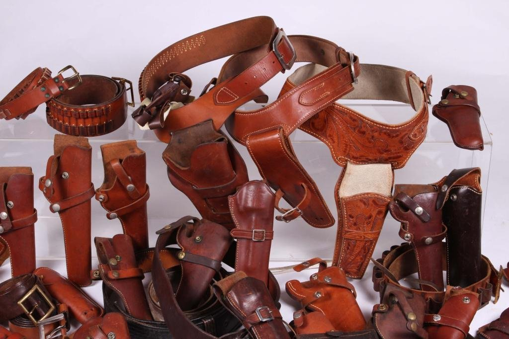 WESTERN LEATHER BELTS AND HOLSTERS ETC - 4