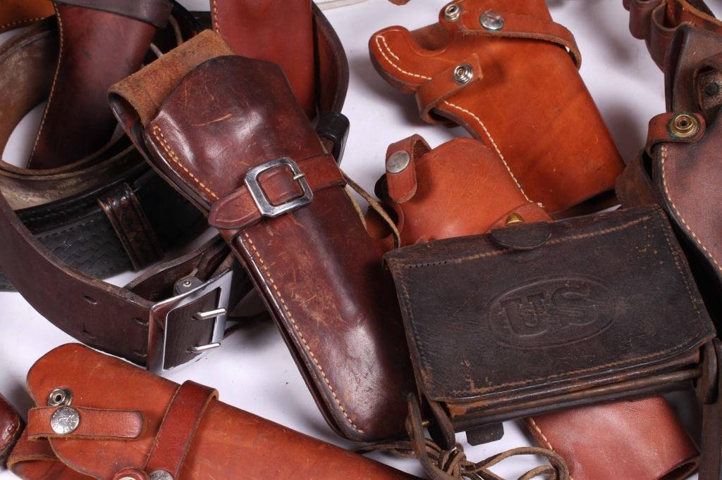 WESTERN LEATHER BELTS AND HOLSTERS ETC - 8