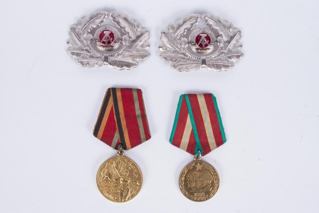 (4) SOVIET UNION RUSSIA PINS AND MEDALS