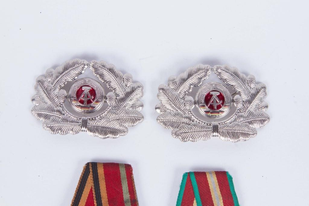 (4) SOVIET UNION RUSSIA PINS AND MEDALS - 3