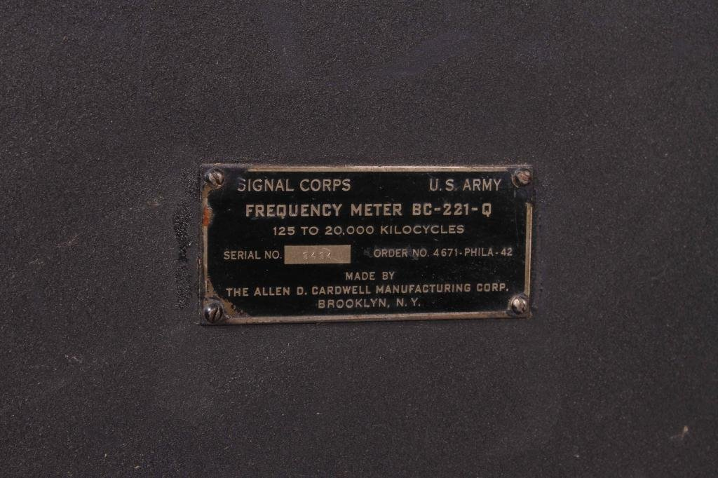 WWII SIGNAL CORPS FREQUENCY METER/ RADIO RECEIVER - 2