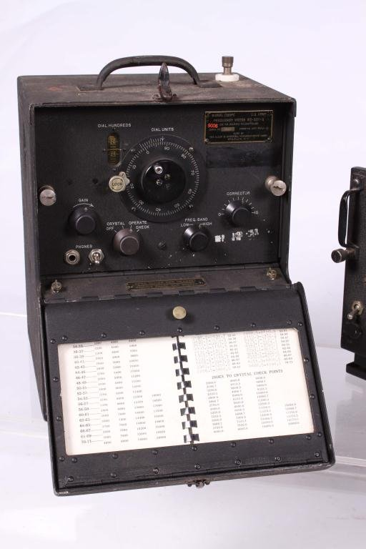 WWII SIGNAL CORPS FREQUENCY METER/ RADIO RECEIVER - 6