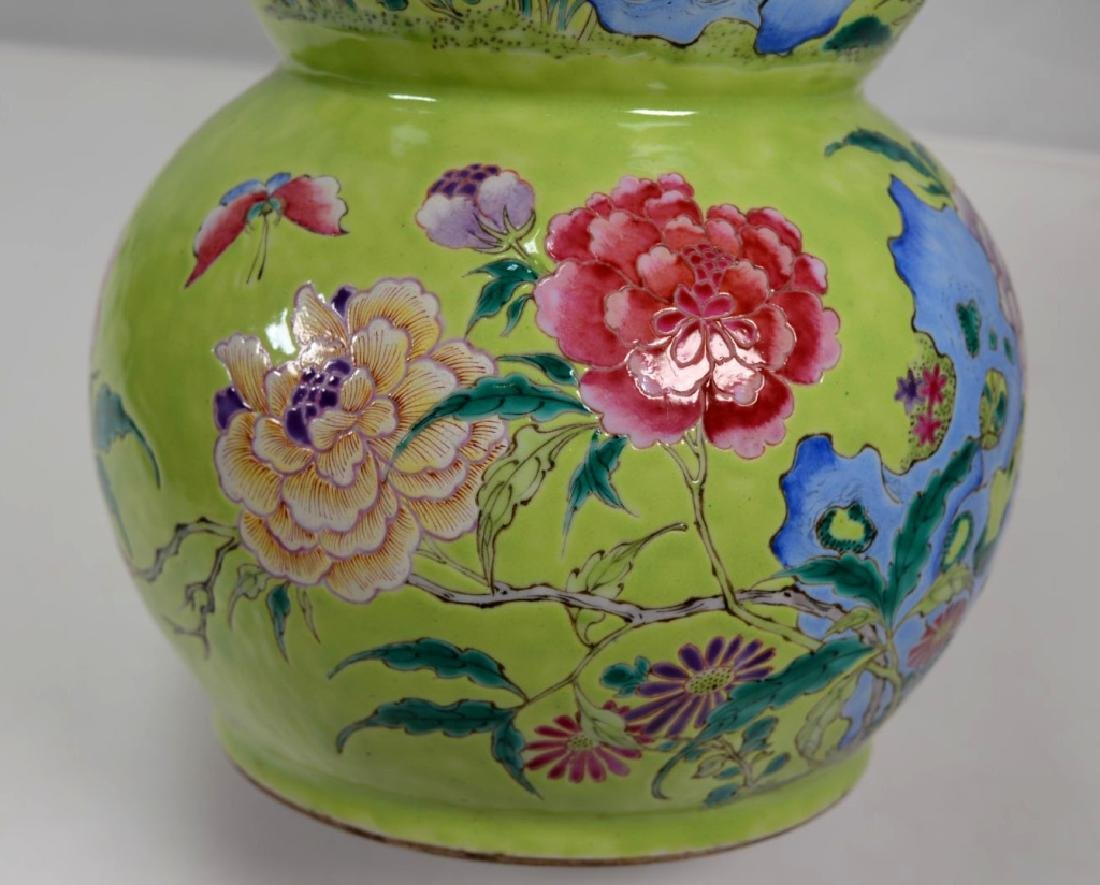 19th Century Chinese Porcelain Triple Gourd Vase - 2