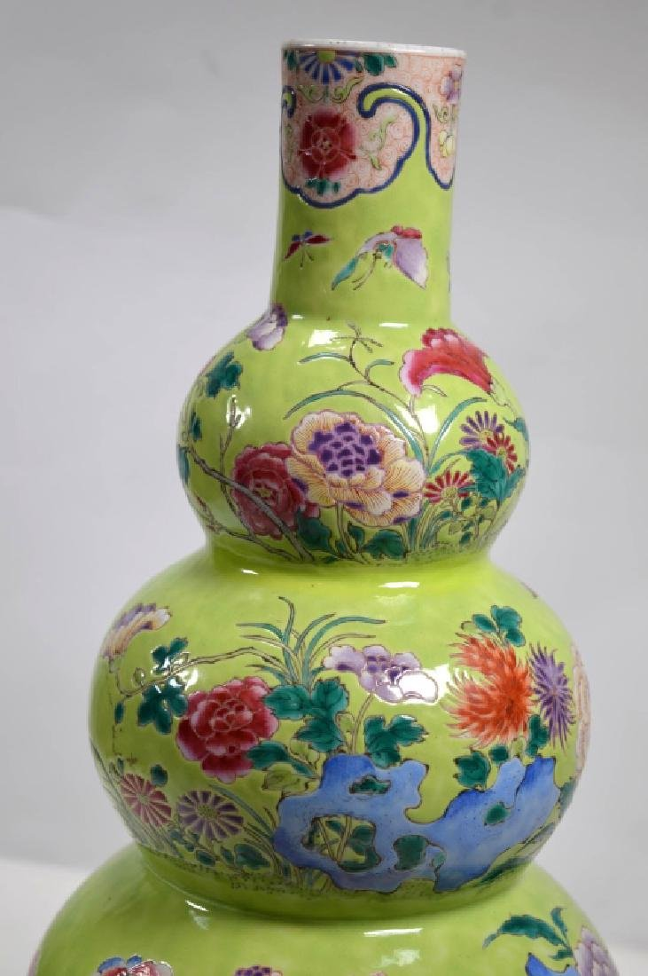 19th Century Chinese Porcelain Triple Gourd Vase - 3