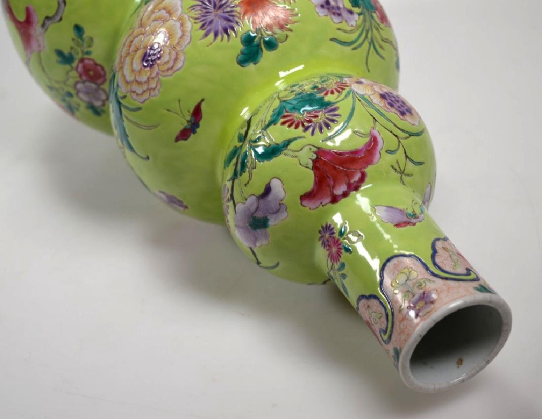 19th Century Chinese Porcelain Triple Gourd Vase - 7