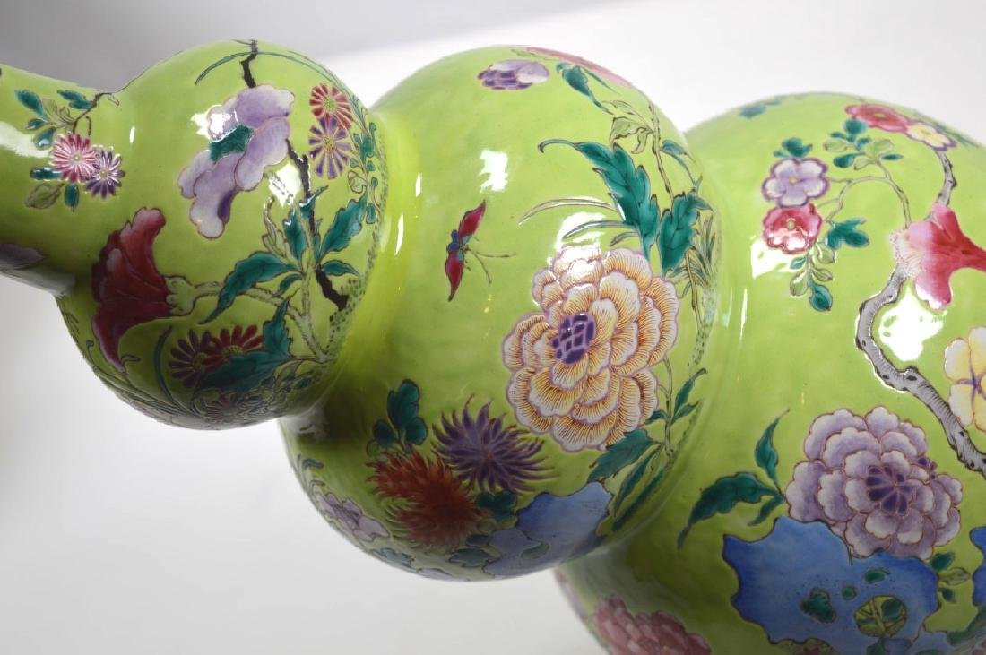 19th Century Chinese Porcelain Triple Gourd Vase - 8