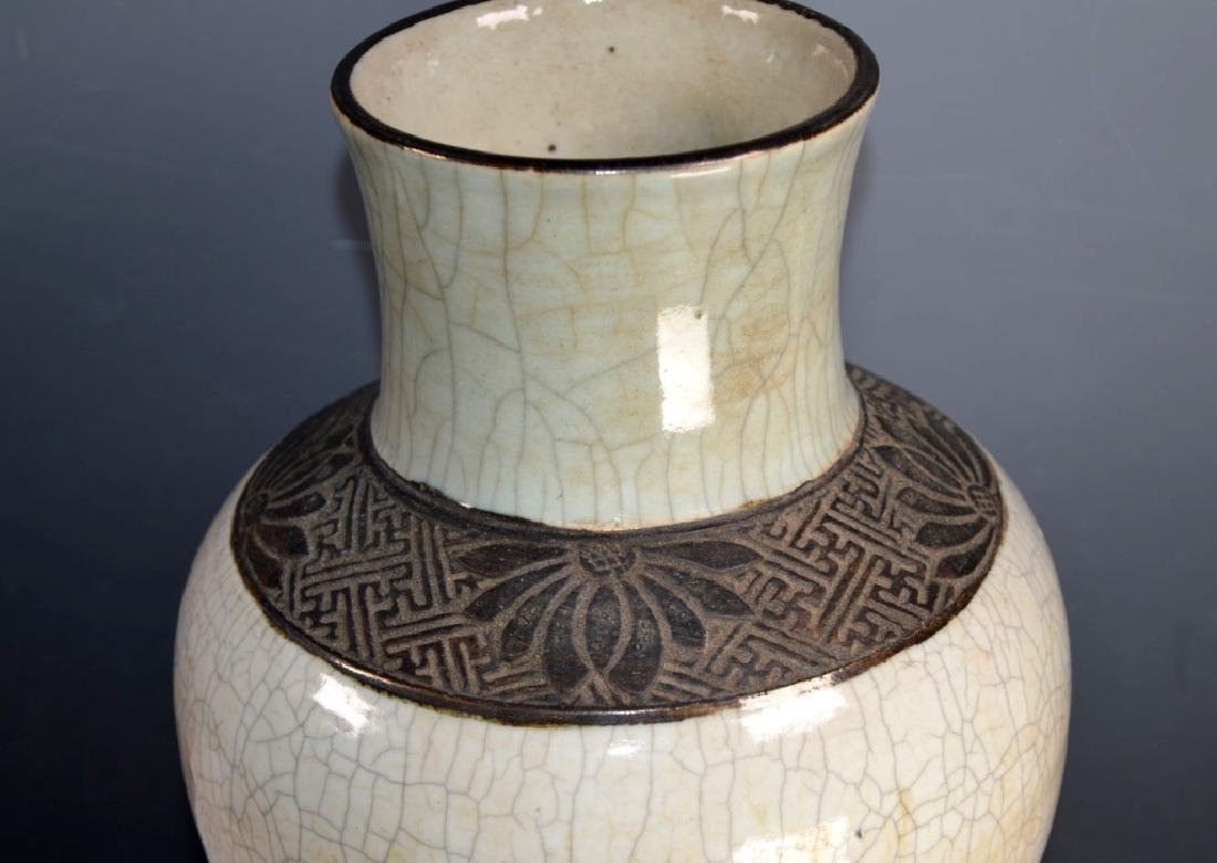 Qing Chinese Guan Crackle Glaze Porcelain Vase - 2