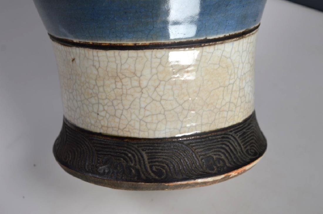 Qing Chinese Guan Crackle Glaze Porcelain Vase - 4