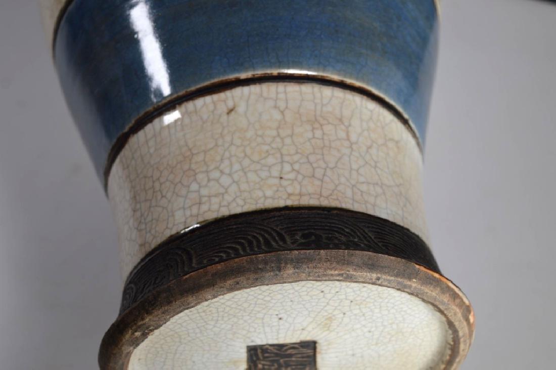 Qing Chinese Guan Crackle Glaze Porcelain Vase - 6