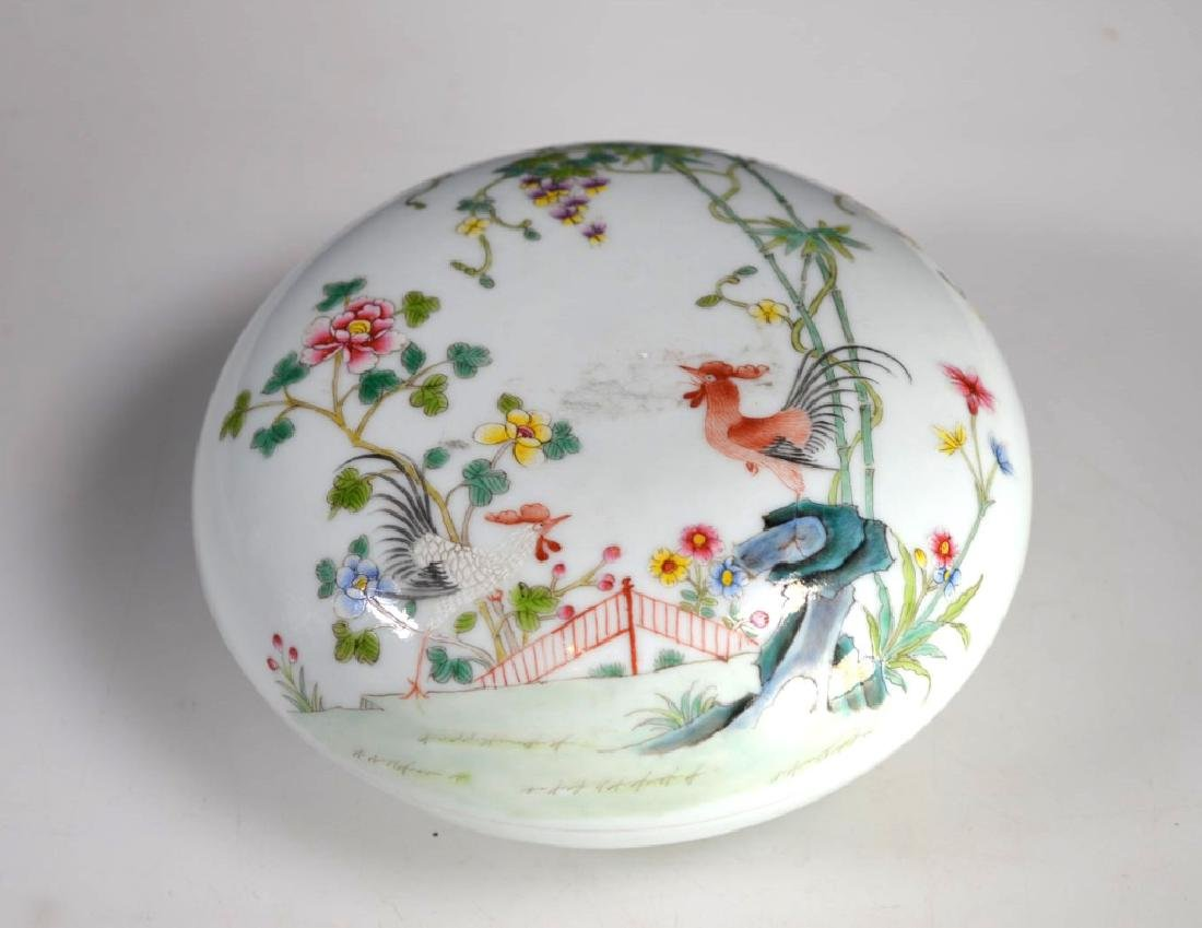 Chinese Porcelain Famille Rose Chicken Round Box