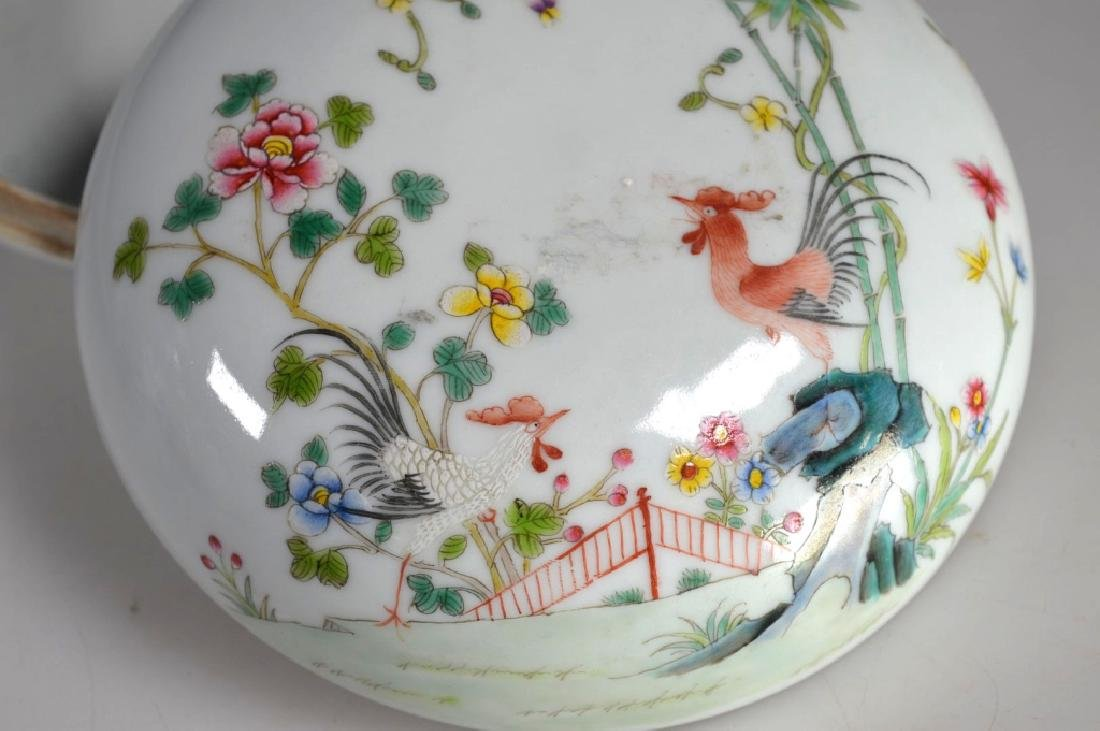 Chinese Porcelain Famille Rose Chicken Round Box - 2