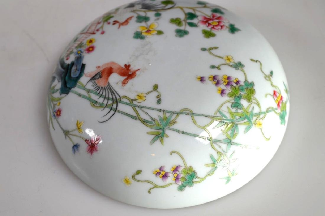 Chinese Porcelain Famille Rose Chicken Round Box - 3