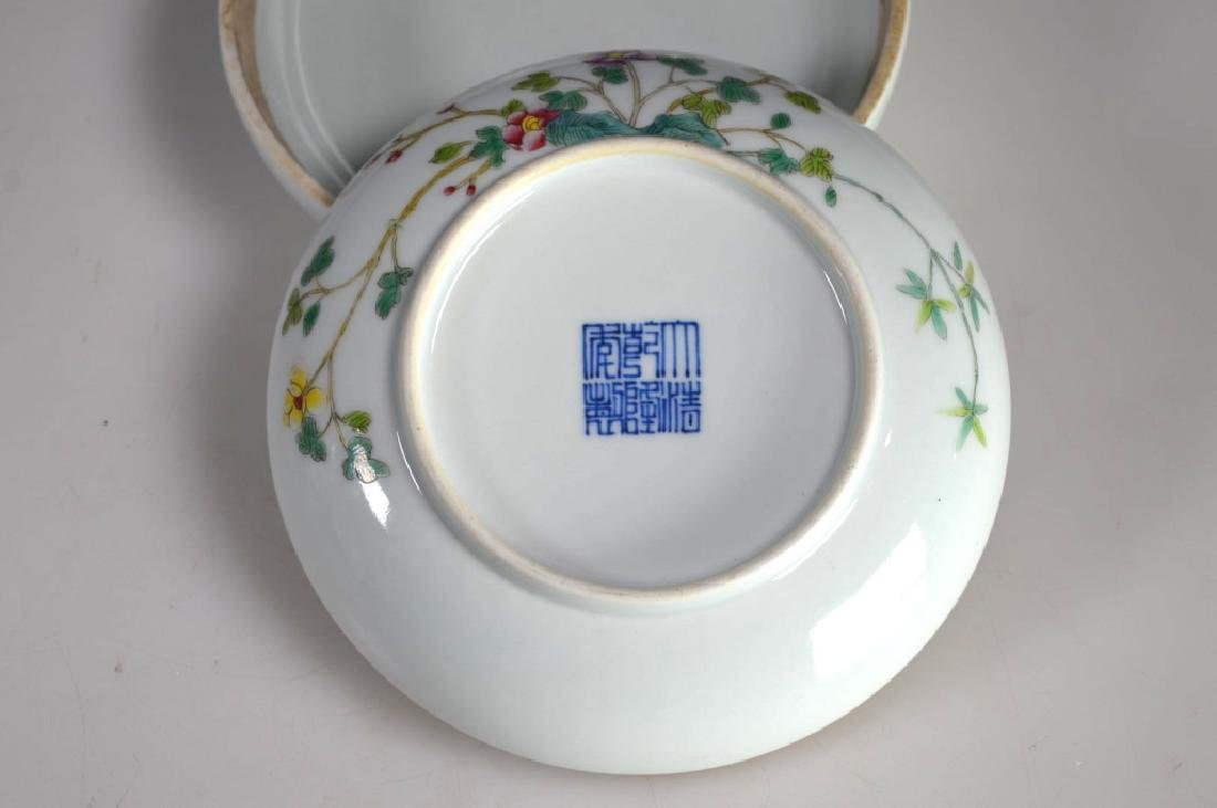 Chinese Porcelain Famille Rose Chicken Round Box - 5