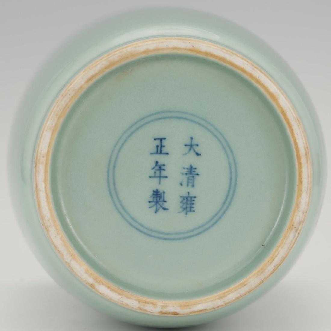 Fine Chinese Blue-Green Monochrome Vase - 4