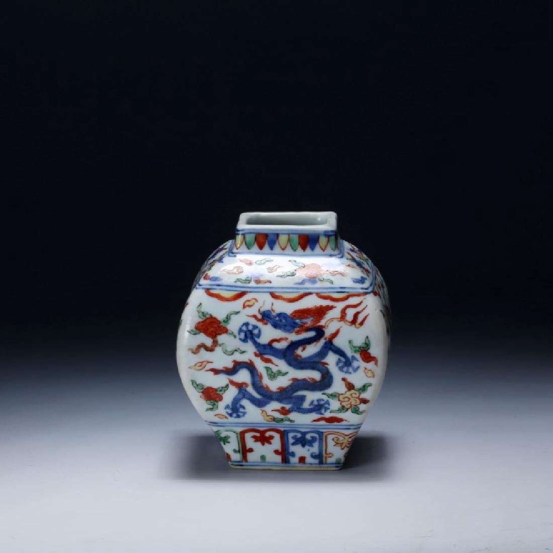 Chinese Qing Dynasty Wucai Porcelain Jar