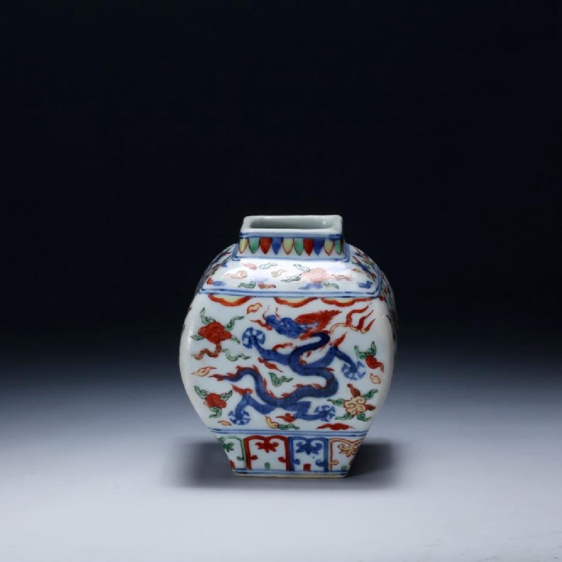 Chinese Qing Dynasty Wucai Porcelain Jar