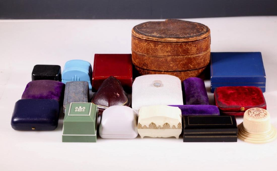 18 Antique and Vintage Jewelry Boxes