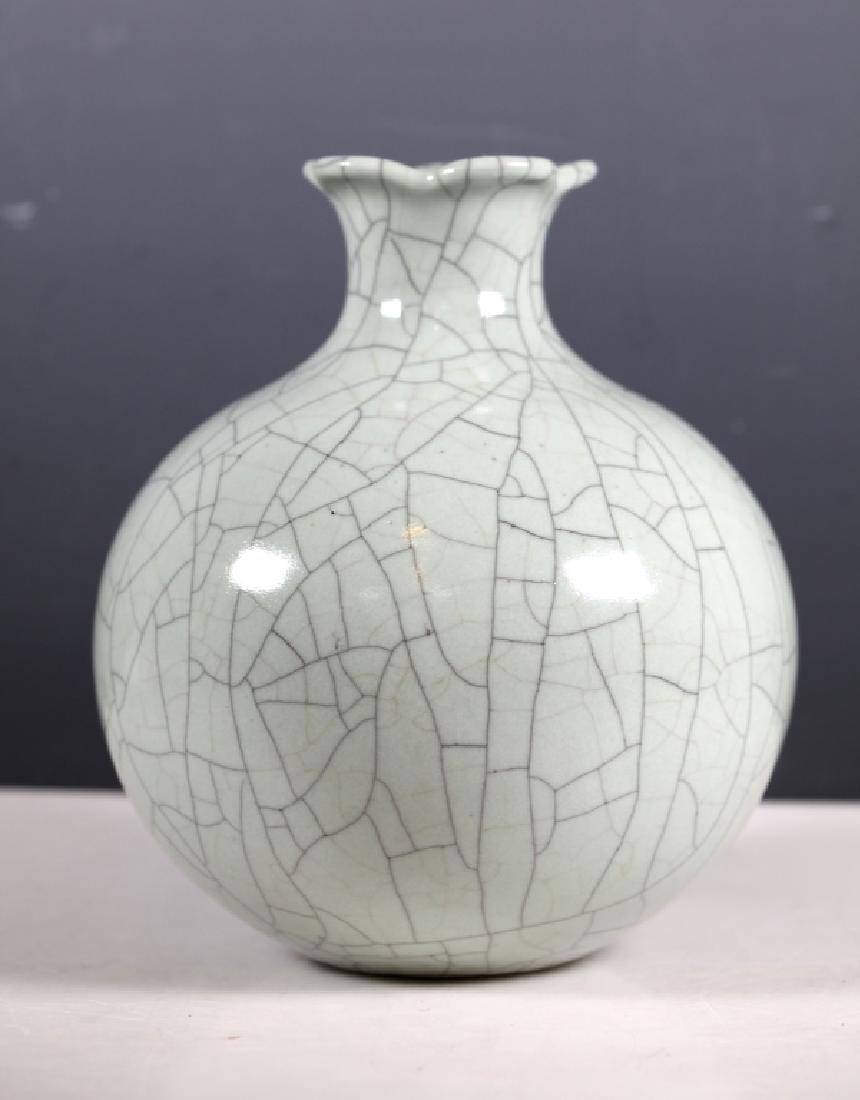 Chinese Guanyao Crackle Porcelain Pomegranate Vase