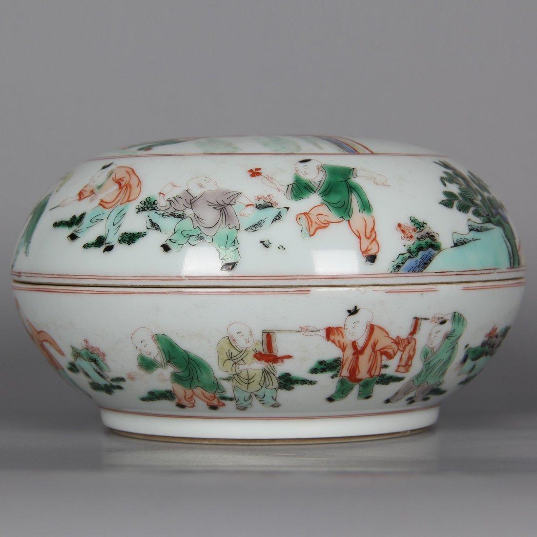Chinese Famille Verte Porcelain Round Box