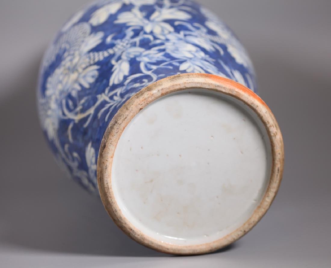 Chinese Qing Dynasty Blue & White Porcelain Vase - 4