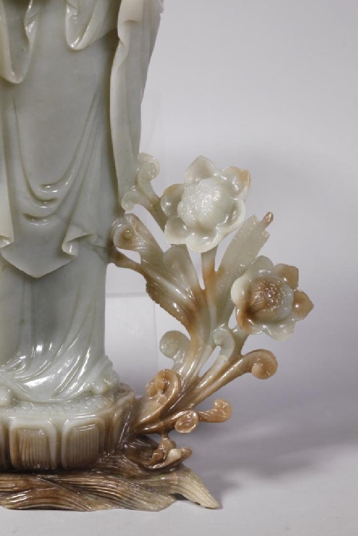 Large Chinese Carved Jade Guanyin - 4