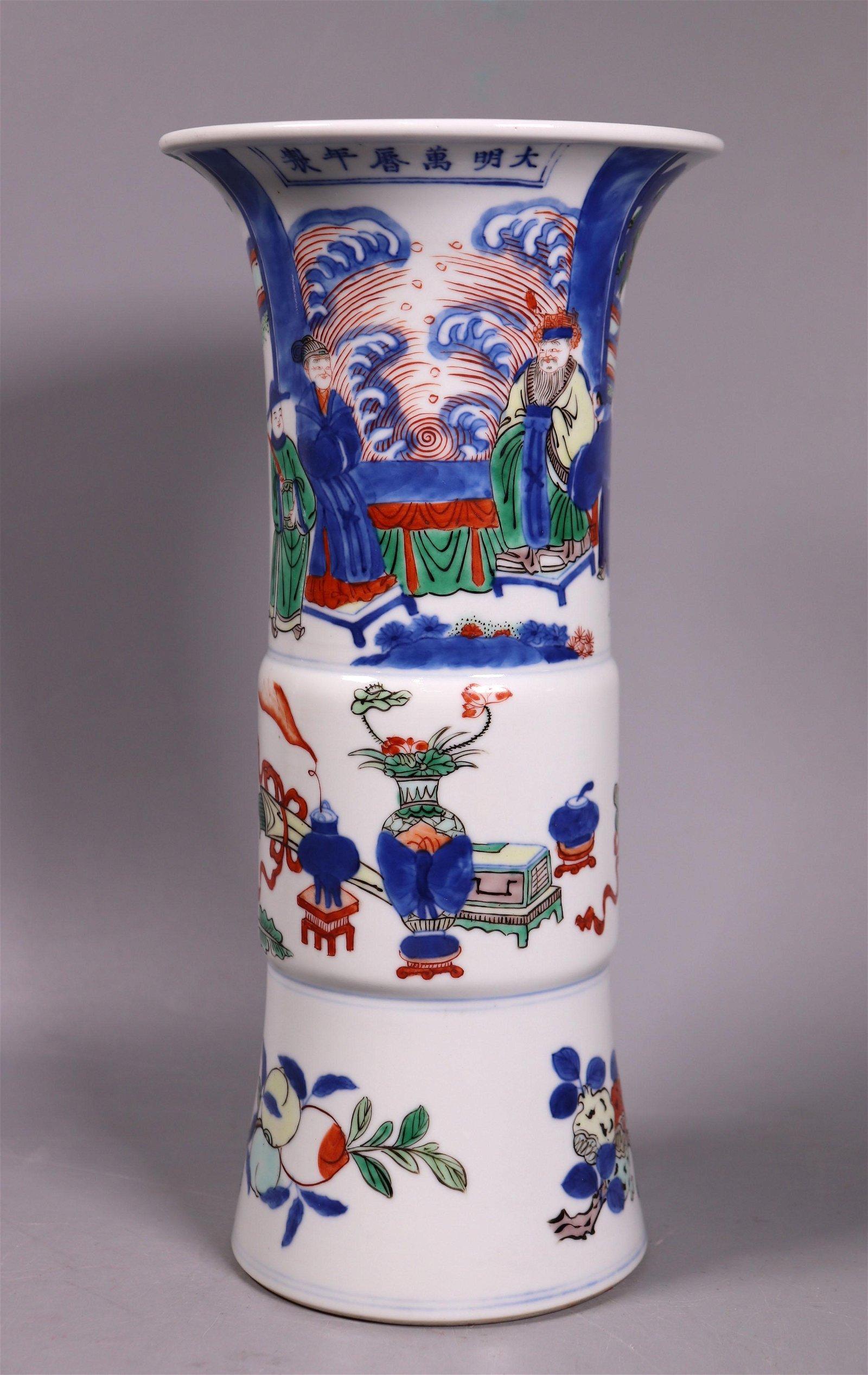 Chinese Qing Dynasty Wucai Porcelain Gu Vase