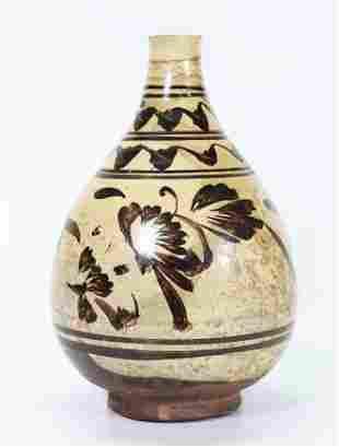 Chinese Ming Dynasty Cizhou Ceramic Bottle Vase