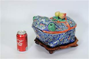 Chinese Famille Rose Enameled Porcelain Toad Box