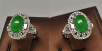 A beautiful icy bright apple green diamond ring
