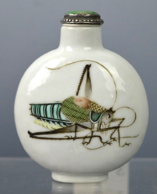 19th C Chinese Porcelain Cricket Snuff