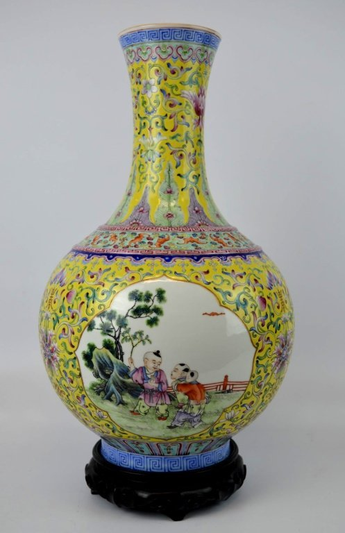 Good Chinese Enameled Porcelain Vase