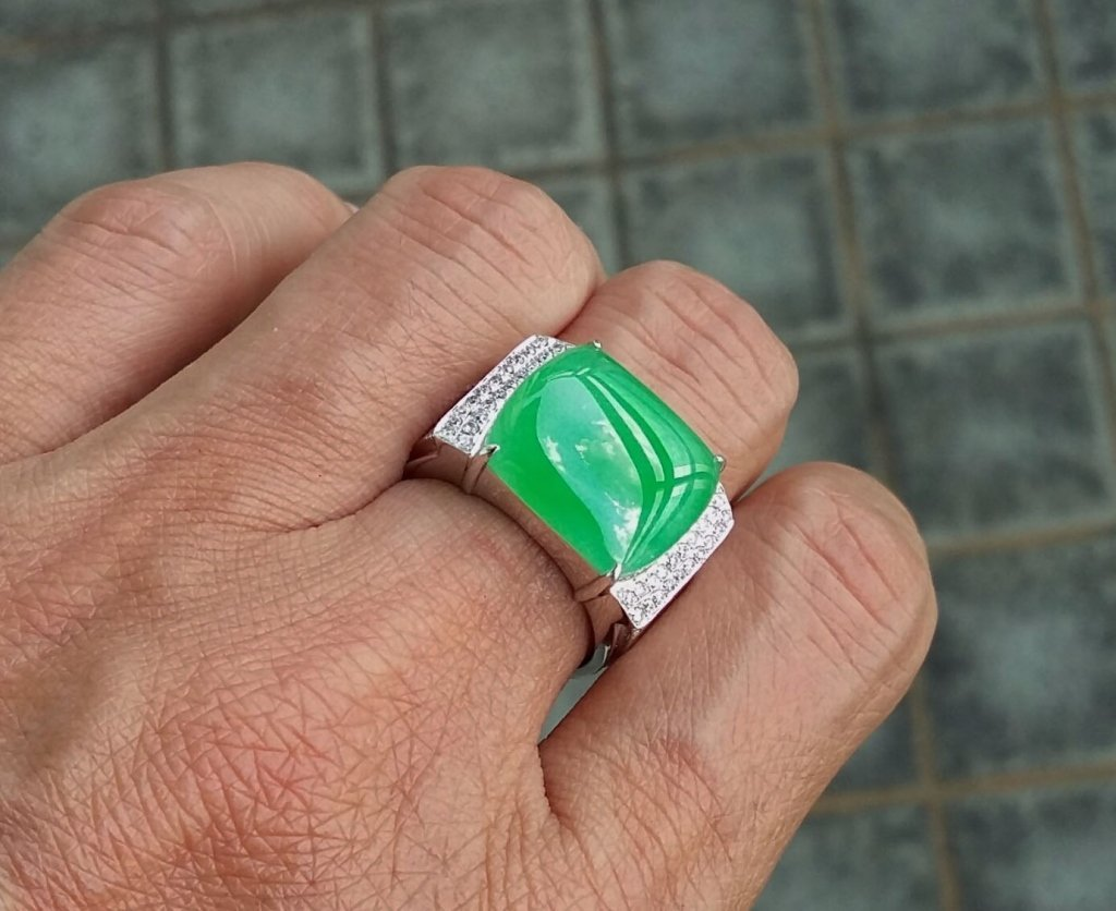 Bright Apple Green Jadeite Jade Man's Ring.