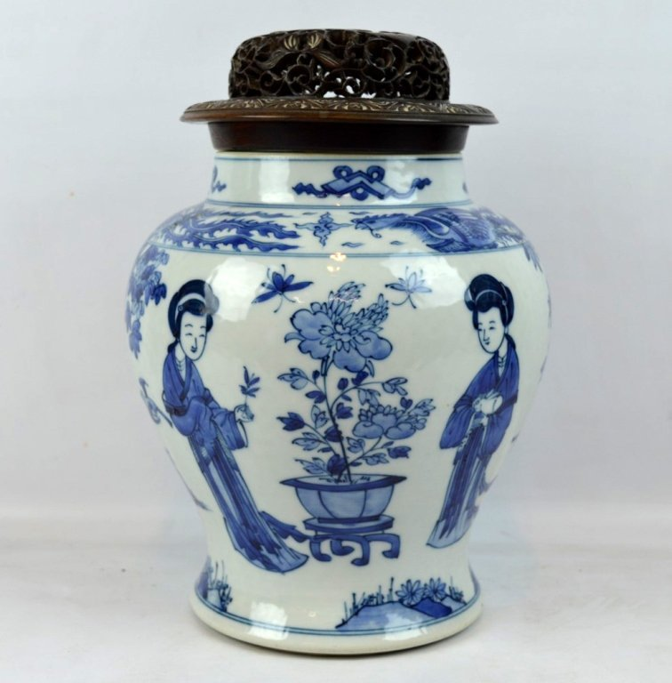 Fine 17th C Chinese Underglaze Blue Baluster Jar