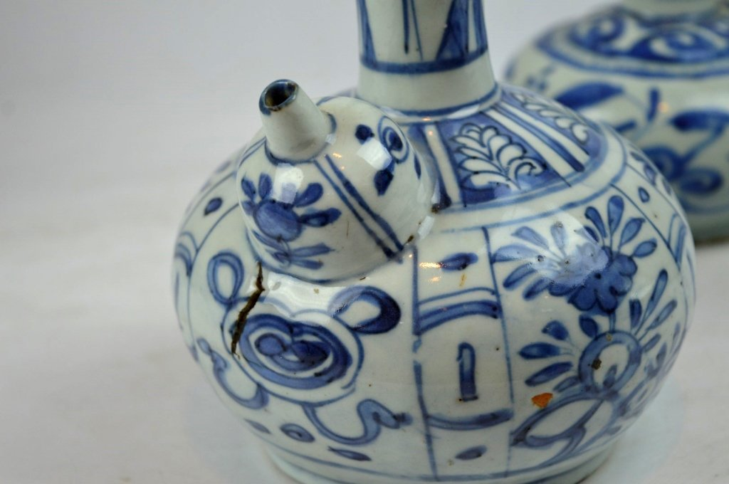 2 - Good Ming Dynasty Chinese Porcelain Kendis - 4