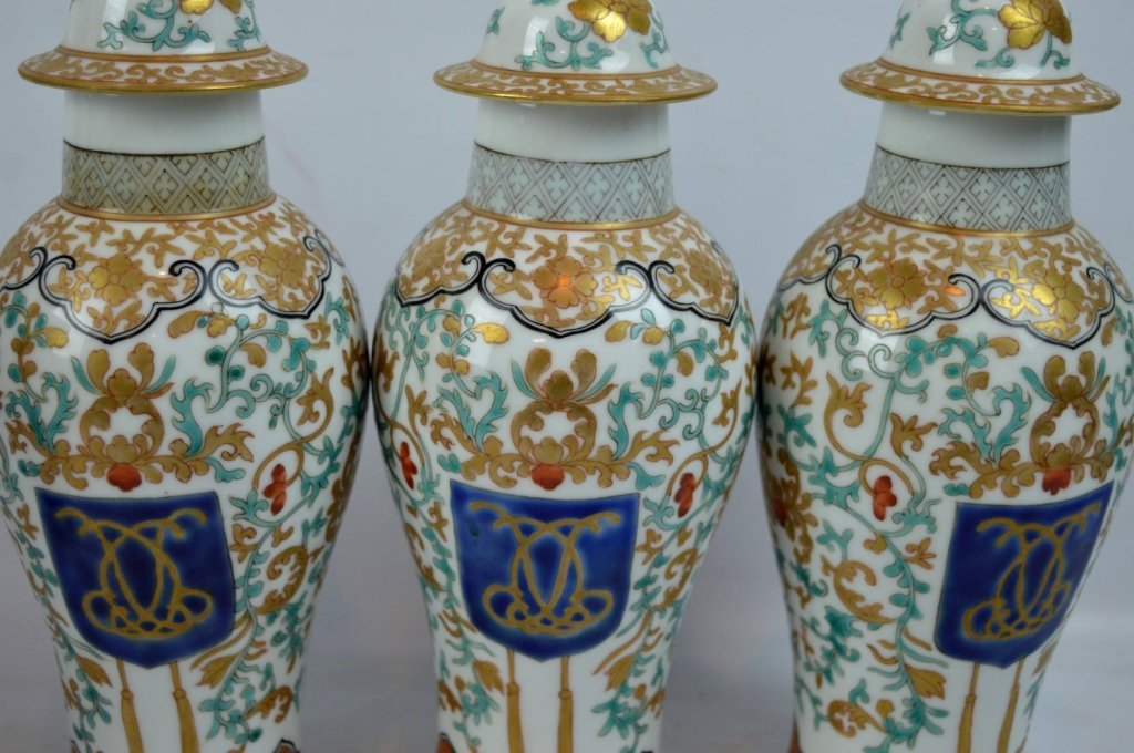 19th C Chinese Export 5-Piece Porcelain Garniture - 4