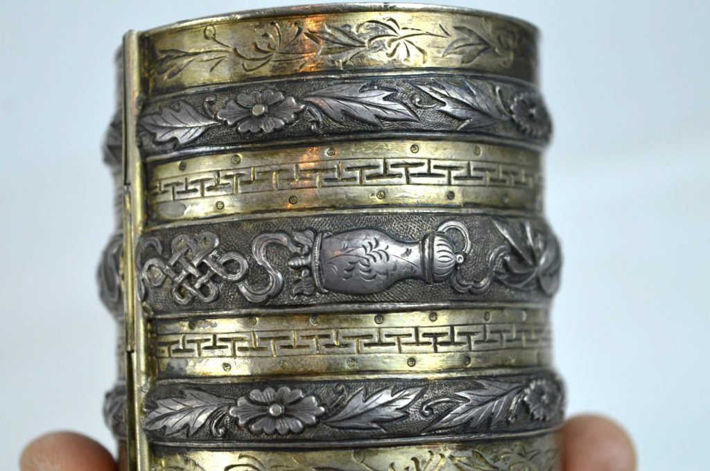 Rare 19th C Chinese Sycee Silver Hinged Bracelet - 3
