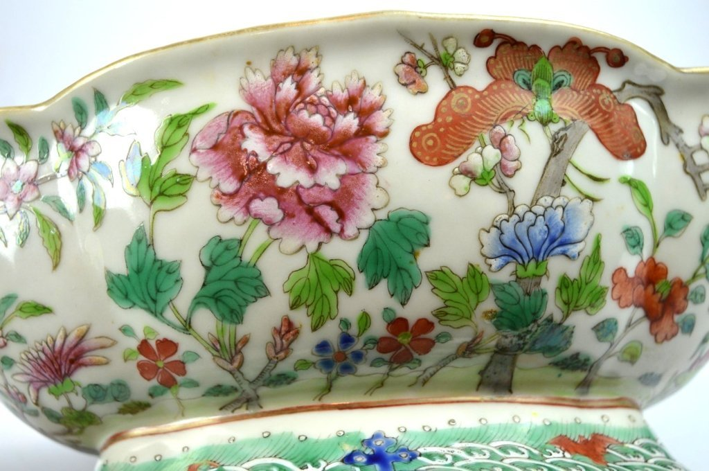 19th C Chinese Enameled Porcelain Footed Bowl - 5